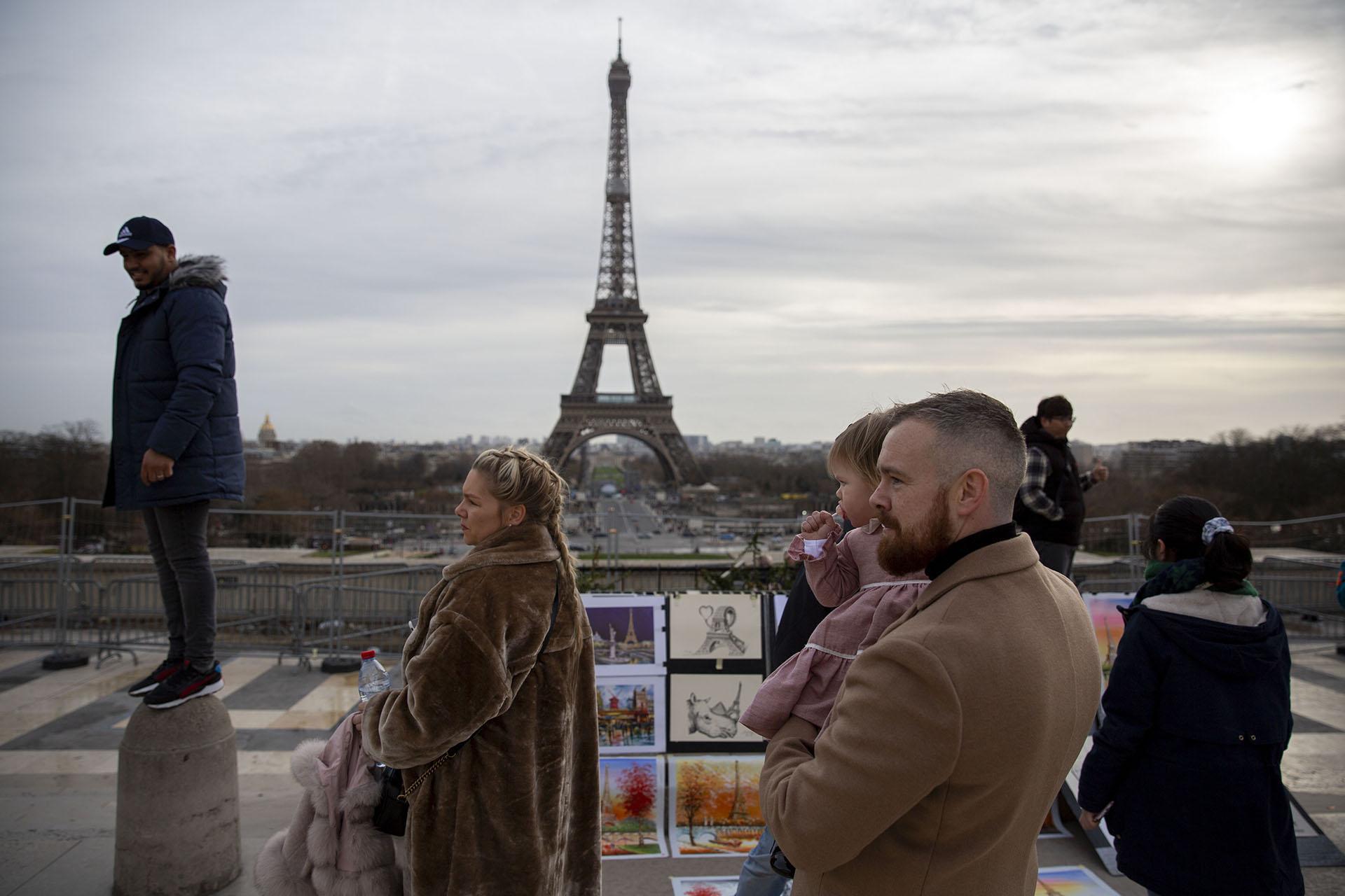 PARIS STREET STORIES